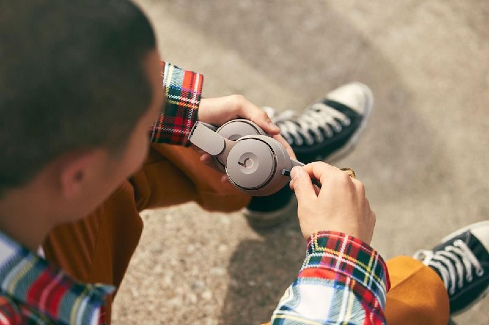 Apple ra mắt tai nghe không dây chống ồn Beats Solo Pro, giá 300 USD - Ảnh 2.