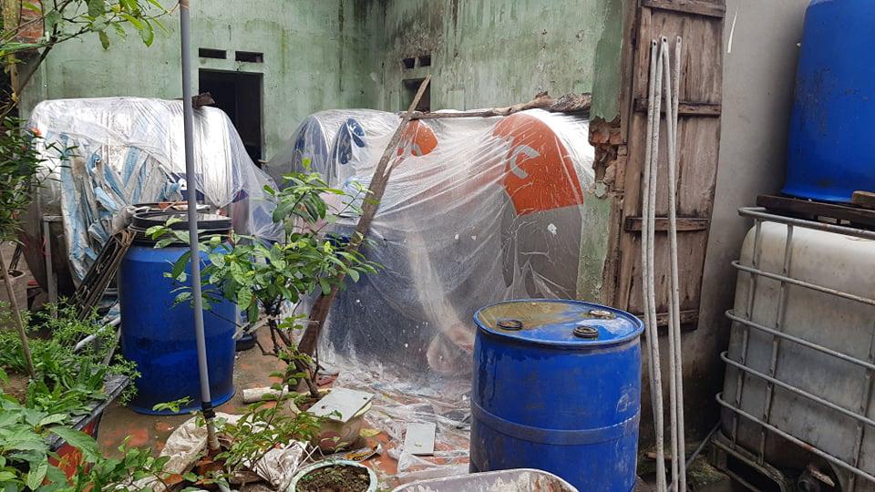 Mục sở thị dây chuyền sản xuất rượu gây ngộ độc chết người - Ảnh 4.