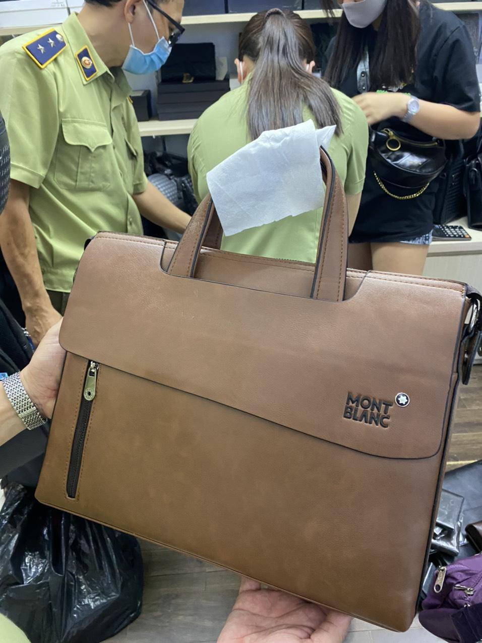 TP.HCM: Phát hiện nhiều sản phẩm có dấu hiệu giả mạo nhãn hiệu nổi tiếng tại Sài Gòn Square và chợ Bến Thành - Ảnh 2.