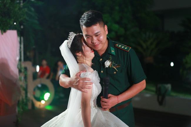 Điều ước thứ 7: Đám cưới đặc biệt của người chiến sĩ giữa mùa dịch COVID-19 - Ảnh 2.