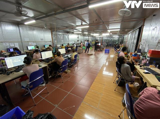 Cận cảnh kho hàng lậu 10.000 m2 được bán công khai trên Facebook - Ảnh 2.