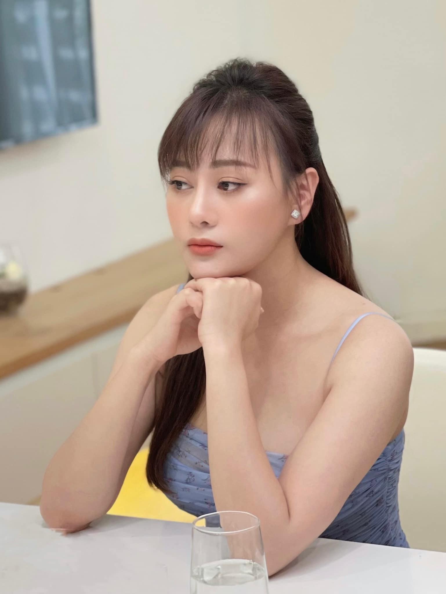 Học lỏm bí quyết diện đồ hè năng động, cá tính từ diễn viên Phương Oanh - Ảnh 9.