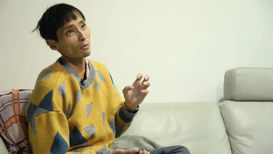 Cựu diễn viên TVB Hong Kong bị ung thư phổi: Tôi giống người ngoài hành tinh sau khi hóa trị - Ảnh 1.