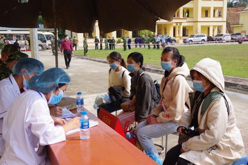 Tư vấn cho các công dân về phòng, chống dịch bệnh Covid-19