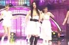 Goo Hara gặp sự cố tuột áo, lộ nội y trên sân khấu