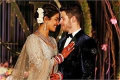 Đám cưới có thể nhỏ đi nhưng váy áo vẫn phải xa hoa