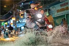 TP.HCM mưa trái mùa, chỉ số ô nhiễm vẫn ở mức cao