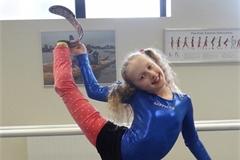 Ước mơ thành vũ công ballet của cô gái Anh mất một chân