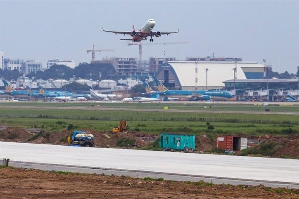 Bắt đầu bay thử đường băng mới ở sân bay Tân Sơn Nhất