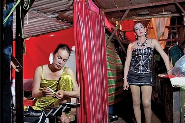 Quay số lô tô - cách hòa nhập của cộng đồng LGBT ở Việt Nam