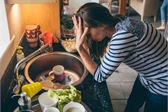 'Đó là việc của cô' - phụ nữ Hong Kong quá tải việc nhà