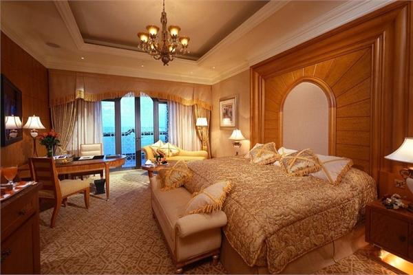 Trải nghiệm hoàng gia trong phòng đắt nhất khách sạn 7 sao