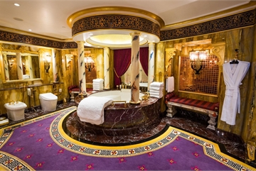 Bên trong phòng tắm xa hoa của giới nhà giàu