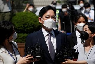 'Thái tử Samsung' thoát lệnh bắt giam
