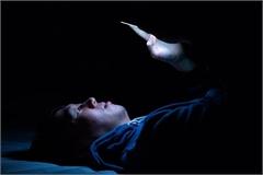 Tác hại lớn nhất khi dùng smartphone ban đêm
