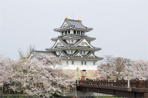 Lâu đài gắn với câu chuyện được xây dựng trong một đêm