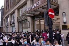 Bị Mỹ đánh bầm dập, Huawei quyết đấu Apple tại Trung Quốc