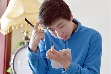 Từ cậu bé bị bại não trở thành hiện tượng Toán học Trung Quốc