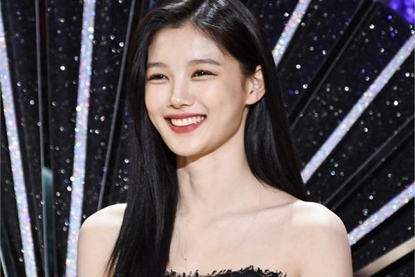 Nhan sắc nổi bật của 'em gái quốc dân' Kim Yoo Jung