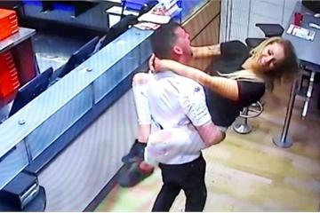 Nhân viên xem trộm camera trong nhà của 220 khách hàng nữ