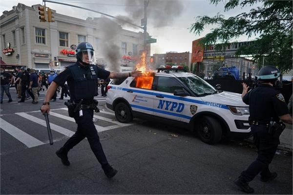 Người biểu tình Mỹ 'né' cảnh sát nhờ ứng dụng quét sóng radio
