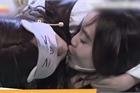 Lan Ngọc hôn môi Lâm Vỹ Dạ và những trò lố trên game show Việt