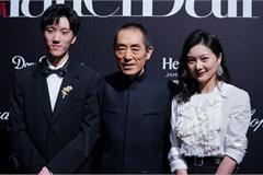Đạo diễn Trương Nghệ Mưu lần hiếm hoi xuất hiện bên vợ con