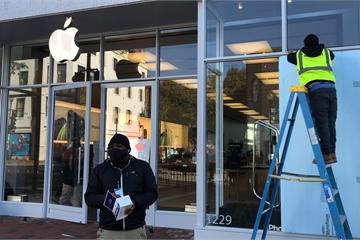 Apple Store được lắp ván gỗ đề phòng bạo loạn hậu bầu cử