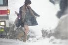 Lý do nữ sinh Nhật luôn mặc váy ngắn đi học dù mùa đông
