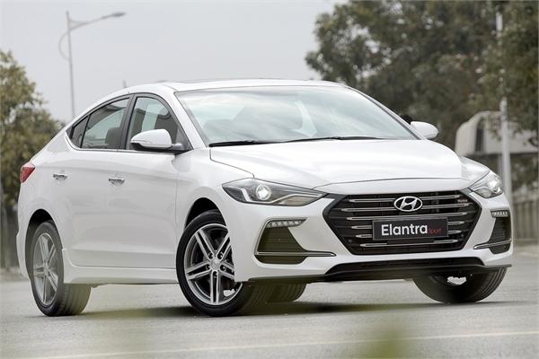 Bản cập nhật phần mềm của Hyundai Elantra tại Việt Nam gây tranh cãi