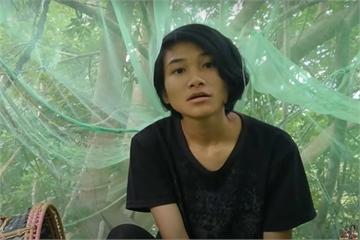 Video nữ sinh trèo cây học bài gây rúng động tại Malaysia