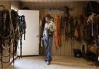 Chàng trai Mỹ trúng số hơn 200 triệu USD vẫn 'chăn bò', sống giản dị