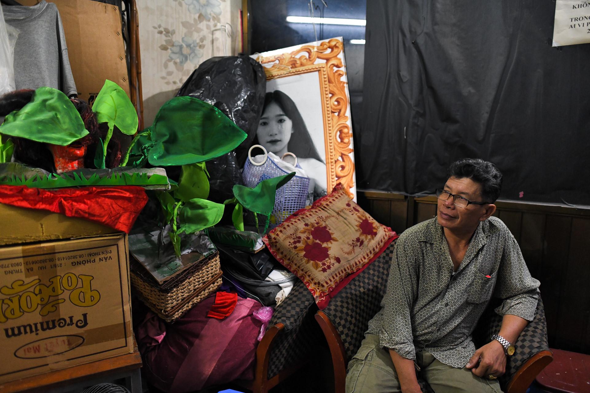 Dem dien cuoi o san khau Hong Van: Chuyen sau tam man nhung hinh anh 11
