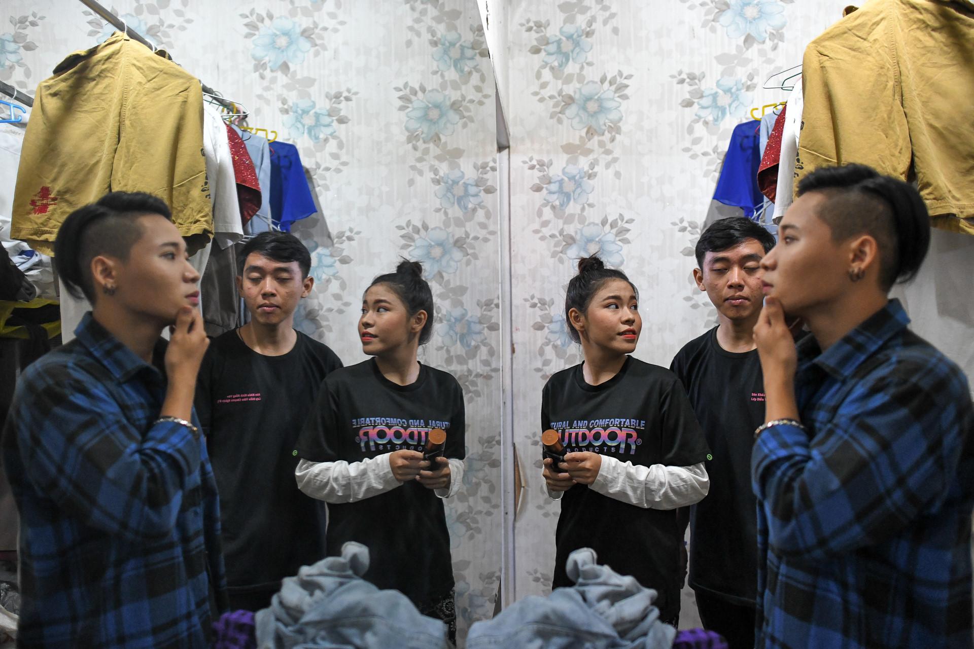 Dem dien cuoi o san khau Hong Van: Chuyen sau tam man nhung hinh anh 13