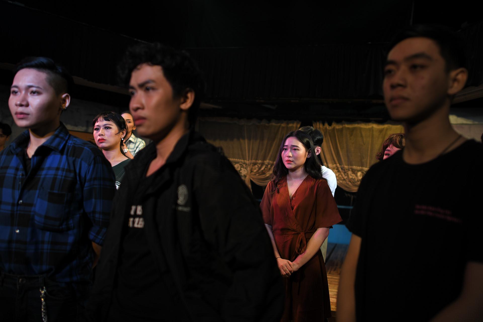 Dem dien cuoi o san khau Hong Van: Chuyen sau tam man nhung hinh anh 29