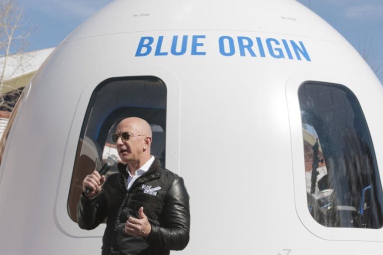 Jeff Bezos bay vao khong gian anh 2