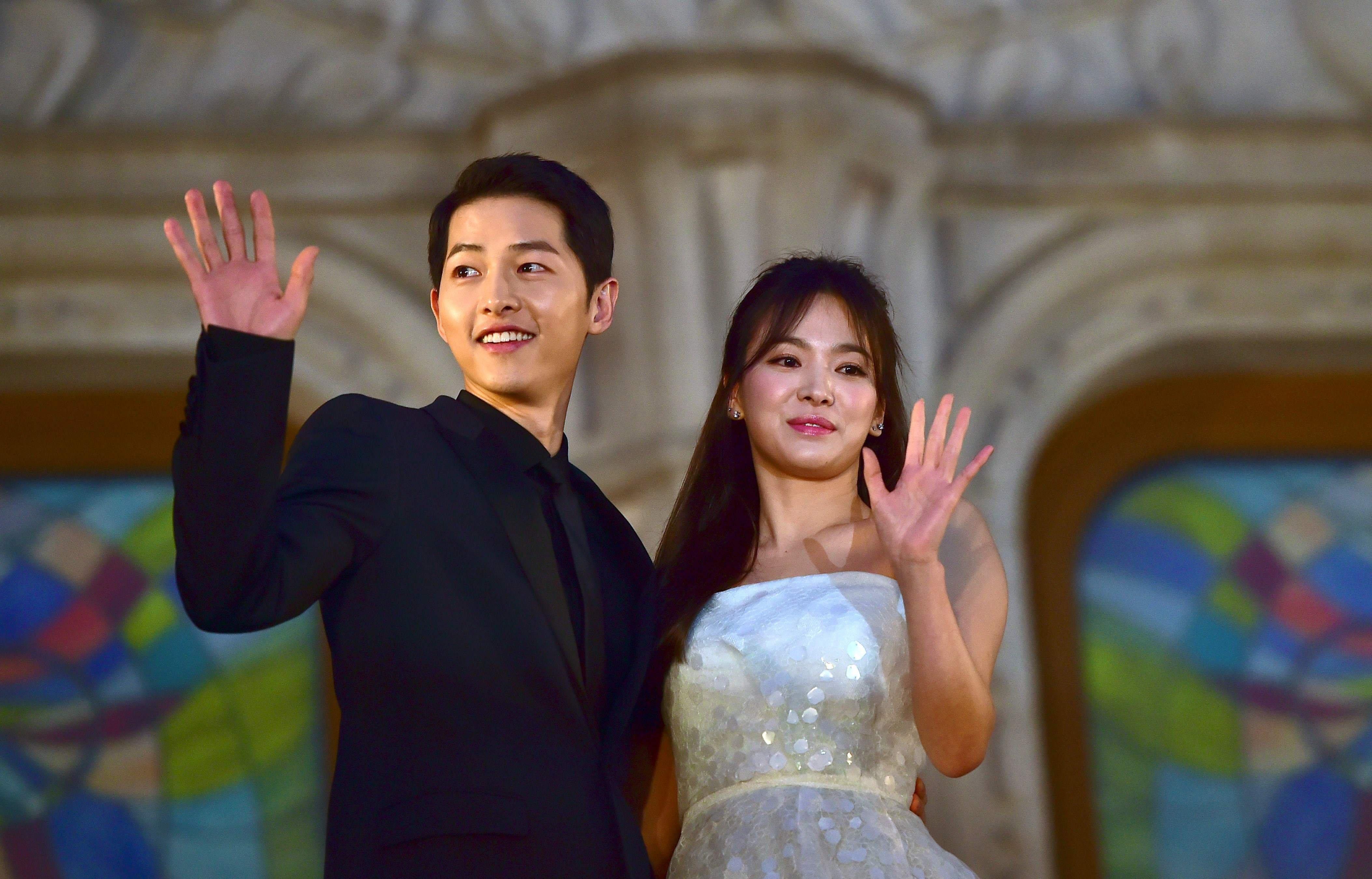 Song Hye Kyo - ngoc nu thi phi va on ao bi bat qua tang ngoai tinh hinh anh 1