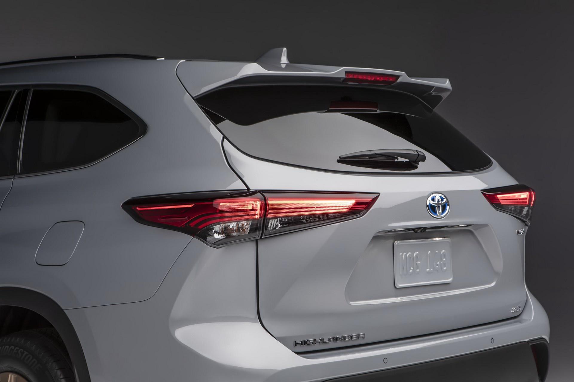 Toyota Highlander 2022 co them phien ban vang dong anh 4