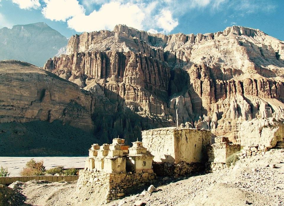 Su song khac nghiet noi tan cung day Himalaya hinh anh 3 26063060_8117091_image_a_68_1584435747822.jpg