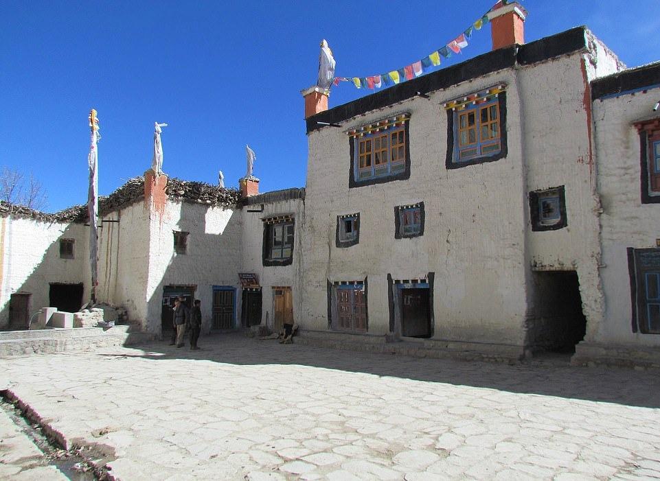 Su song khac nghiet noi tan cung day Himalaya hinh anh 12 26063064_8117091_image_a_84_1584435826245.jpg