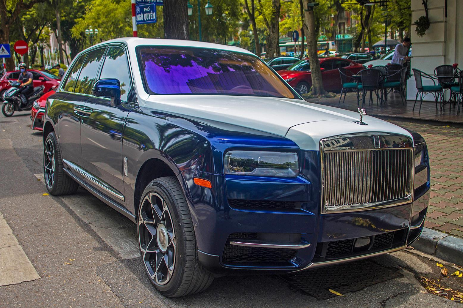 Bo doi SUV sieu sang Rolls-Royce Cullinan lan dau 'dung do' tai Ha Noi hinh anh 4