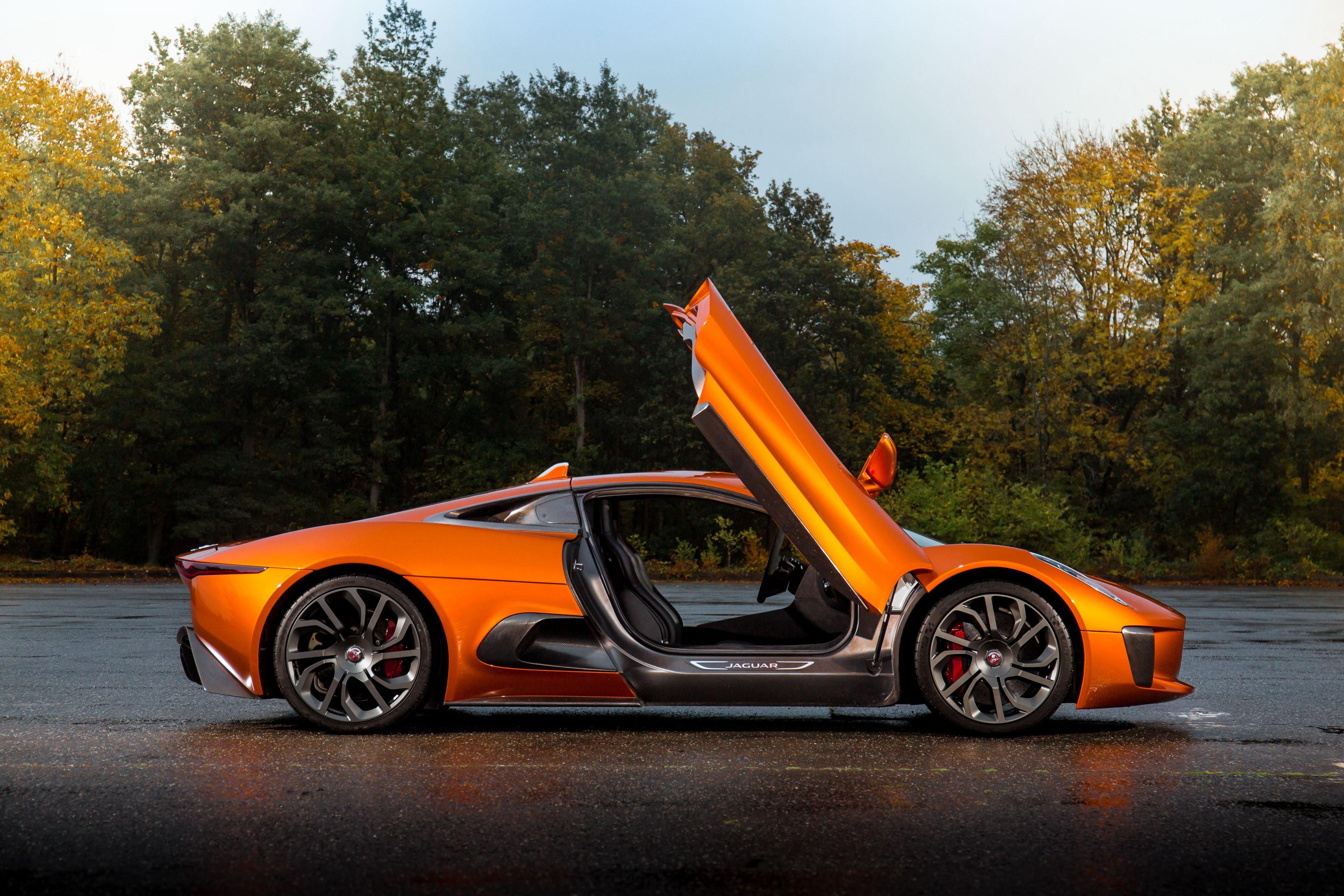 Sieu xe Jaguar C-X75 trong phim James Bond gia 1,2 trieu USD hinh anh 8