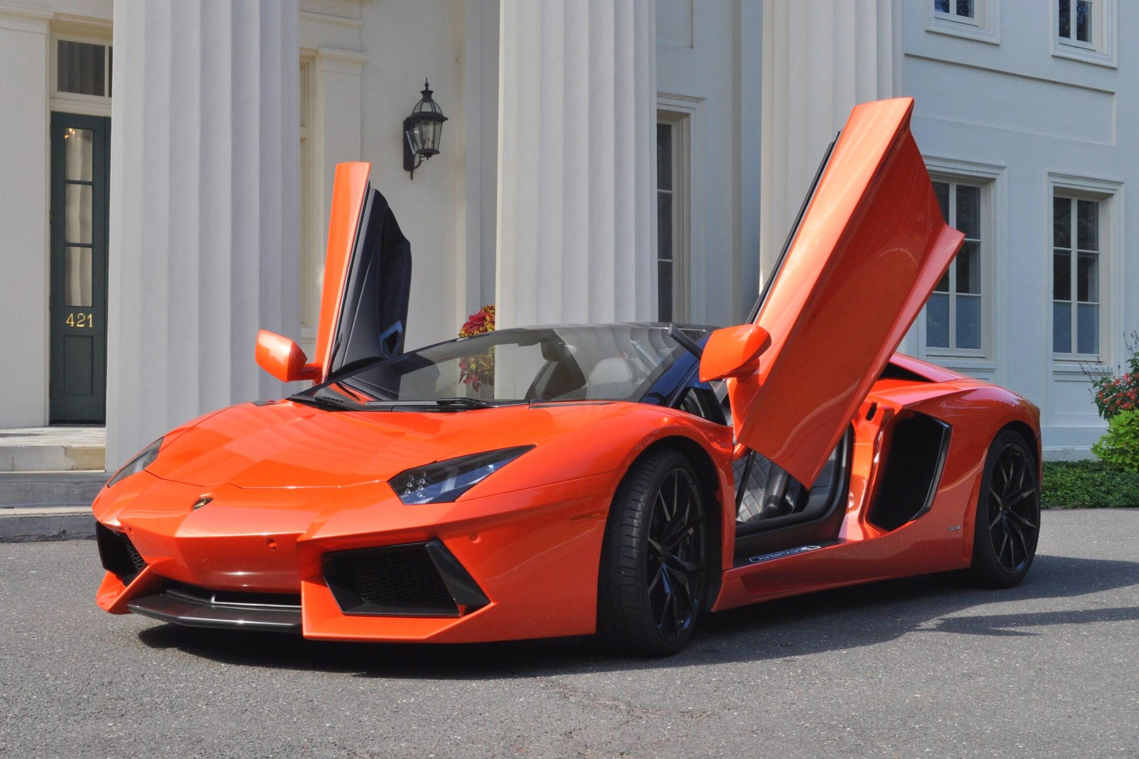 thanh nien tuyet thuc mua Lamborghini anh 1
