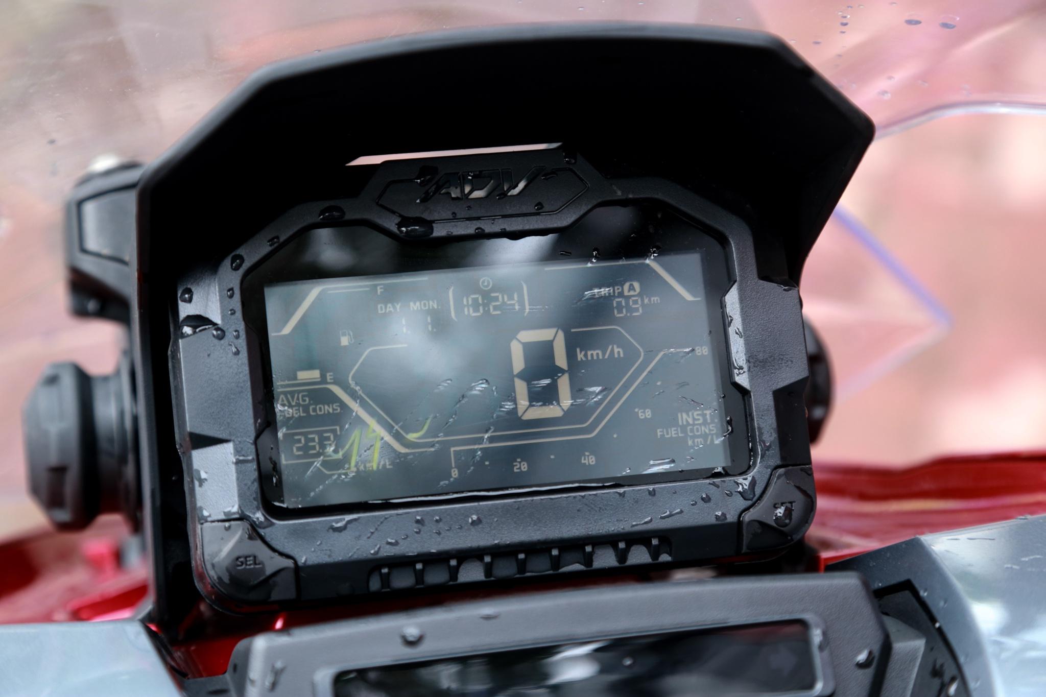 xe-tay-ga-Honda-ADV-150-gia-78-85-trieu-dong-03