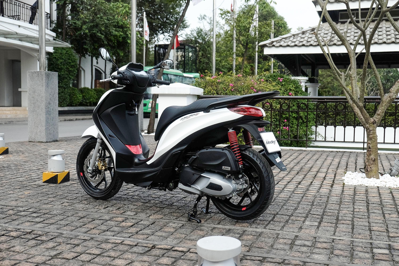 xe-tay-ga-Piaggio-Medley-S-125-150-gia-87,9-trieu-dong-02