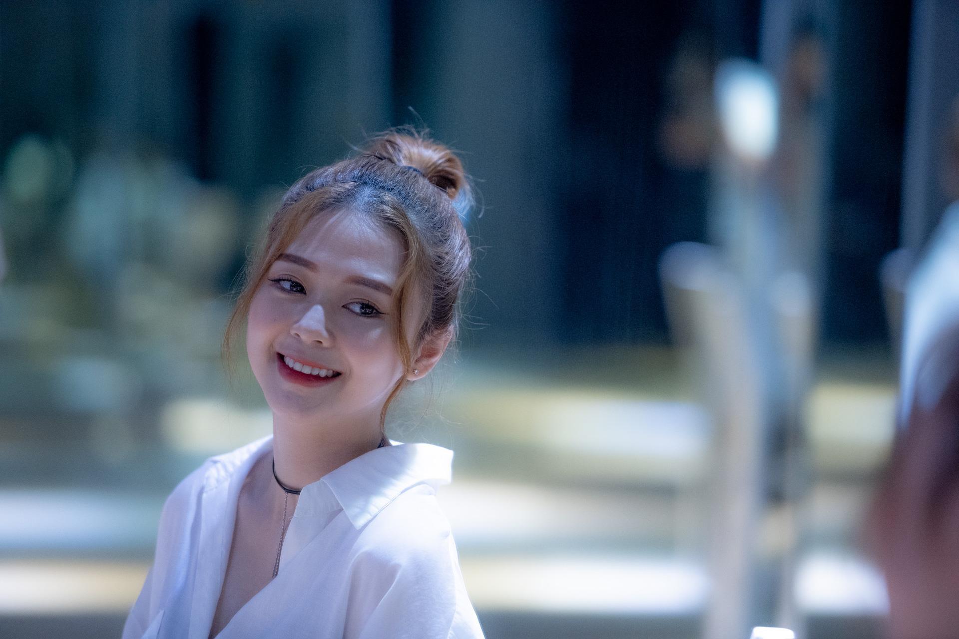 'Ban gai' goi cam lan dau noi ve tinh yeu voi Trinh Thang Binh hinh anh 1