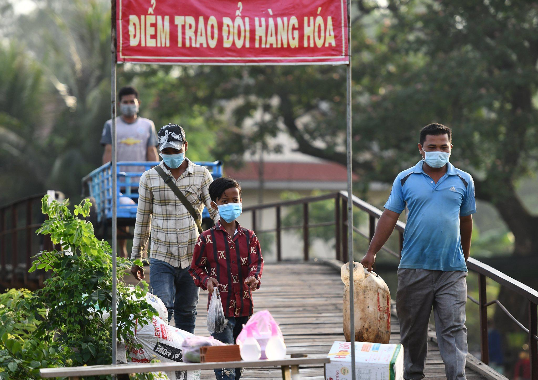 Xom bien gioi Thong Binh phong dich Covid-19 anh 5