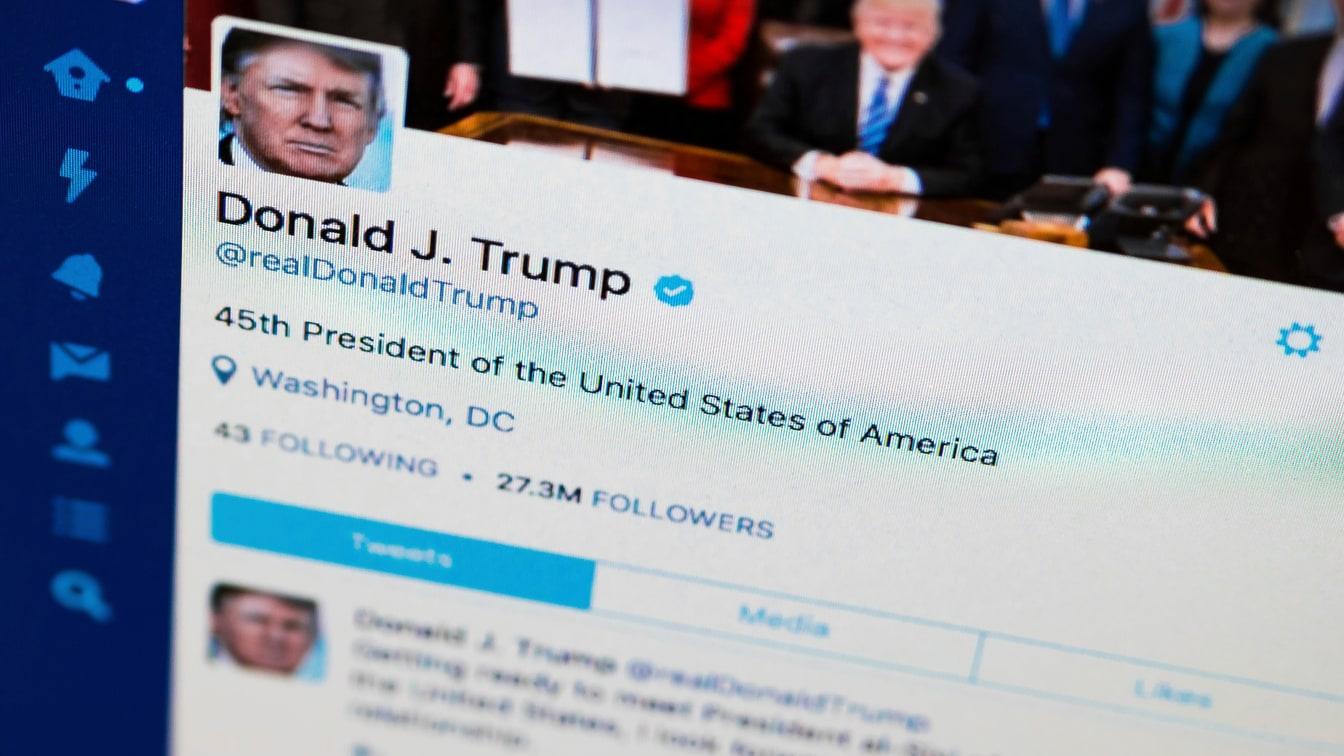 Nhan vien Twitter so bi nguoi ung ho ong Trump tra thu anh 1