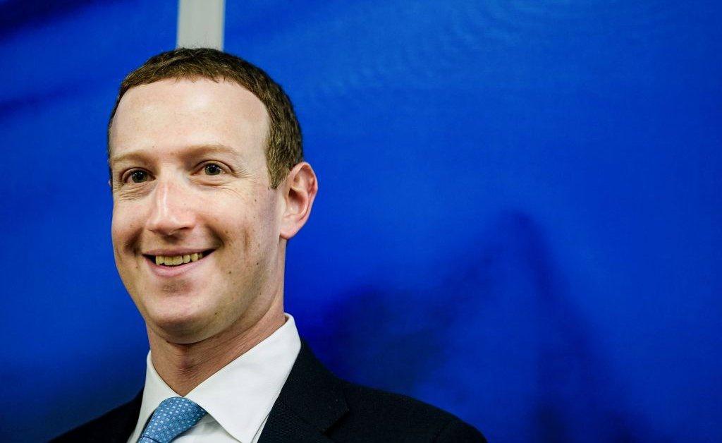 CEO Facebook rot khoi danh sach tin nhiem anh 1