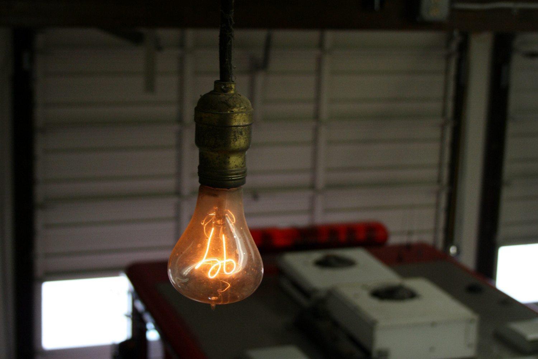 Bong den Centennial Light anh 1